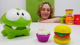 Spielzeugvideo für Kinder - Hamburger und Muffin für OmNom - Play-Doh Knetspaß