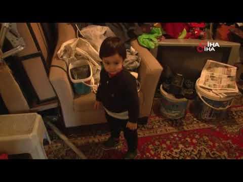 İzmir'deki sağanak nedeniyle bir evi su bastı