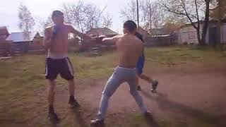 двое на одного уличные драки,тренеровка драки стенка на стенку.mp4