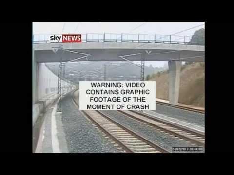 لحظة تحطم القطار الإسباني
