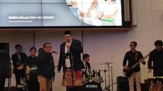 Ajo nyanyi, Bpk gubernur main drum