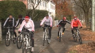 "FC Bayern: ""Arjen Robben"" schubst ""Javi Martinez"" vom Rad"