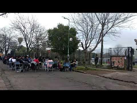 Video. Clases públicas en Periodismo, cortan diagonal 113 entre 62 y 63