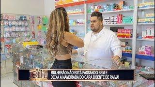 Gata tem atendimento privilegiado na farmácia e mulherada vira o bicho