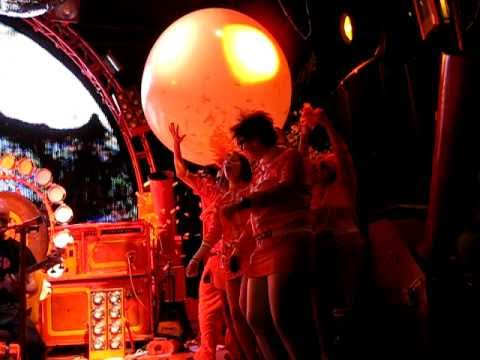 The Flaming Lips - The Yeah Yeah Yeah Song - Live 2010 in Columbia, MO