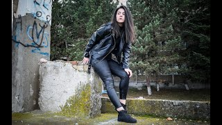 FAUX LEATHER LEGGINGS AND BLACK LEATHER JACKET