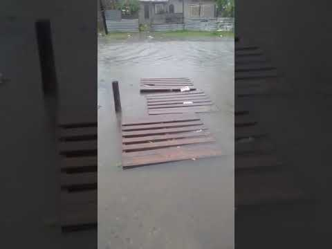 El barrio El Carmen de Berisso, muy complicado por la lluvia