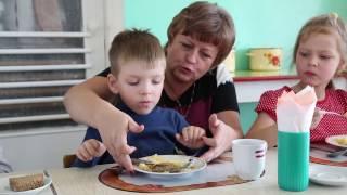 Так вот как кормят детей в детских садах! Смотреть всем!!!