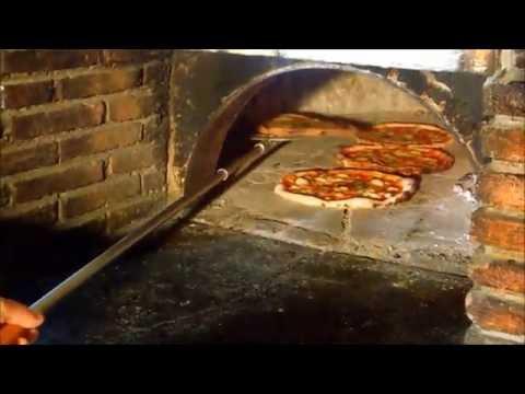 ROTOPEEL PIZZA℗ Mit der rotierender Pizzaschaufel können sie die Pizza direkt im Ofen drehen