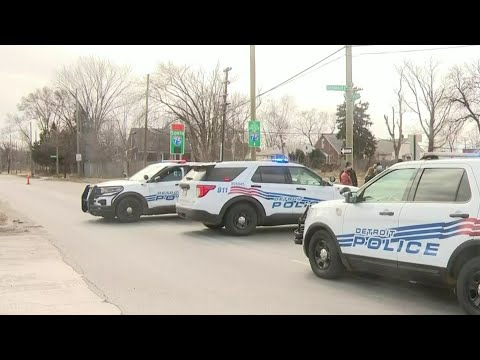 Driver fires shots at off-duty Detroit police officer