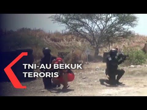 tni-au bekuk teroris dalam simulasi serangan teror