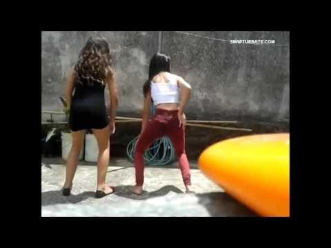 Young girls teens twerking and dancing