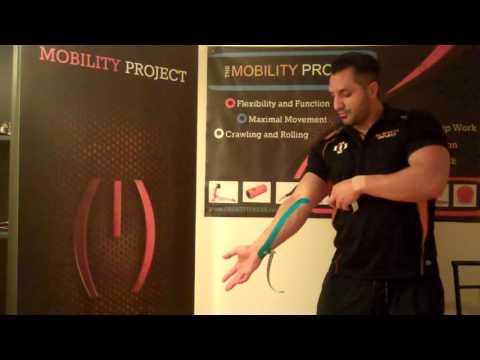 Schmerzen auf der rechten Seite des Rückens bei Bewegung