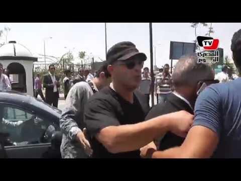 حشد من نجوم الفن والأعلام في جنازة نور الشريف