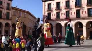 preview picture of video 'Los gigantes y cabezudos de Huesca en la plaza López Allué'