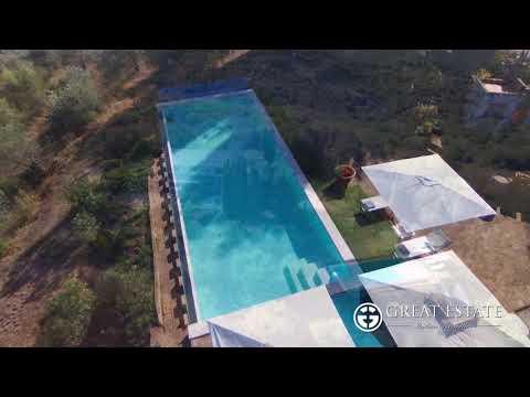 Bellissimo casale con piscina e vista sulla vallata