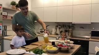 Куриное филе с овощами. Готовим с папой. Хафики. Дети. Простые рецепты.