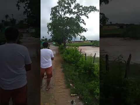 Riacho transborda e causa enchente em Aracagi