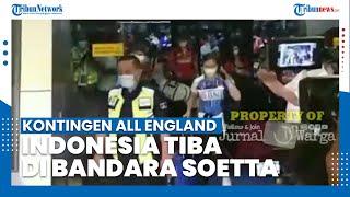 Kontingen Tim All England Indonesia Tiba di Bandara Soekarno-Hatta dan Kalungkan Bunga Sendiri