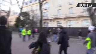 Les Gilets jaunes continuent à manifester à Paris au lendemain de l