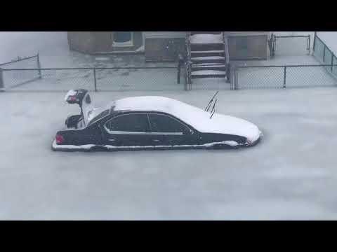 Increible! Calle inundada y congelada