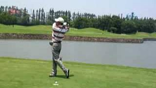 preview picture of video '45 golf swing left handed  ゴルフスイング 080705 高尔夫 挥杆'