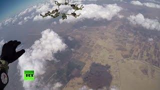 Российские и египетские десантники отработали высадку с высоты 4 000 метров