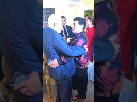 العرب اليوم - شاهد: مارادونا يعانق الرئيس محمود عباس ويُؤكّد أنه فلسطينيي