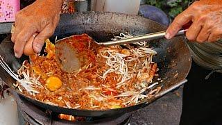 馬來西亞檳榔島路邊小吃  - 炒粿条 油煎的海鮮麵條和雞蛋