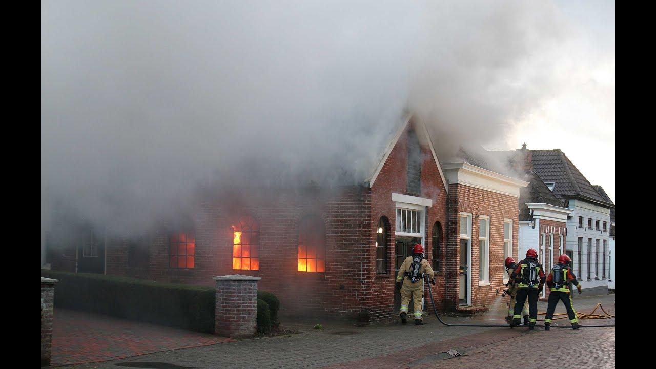 Auto in Garage in de brand in Winschoten