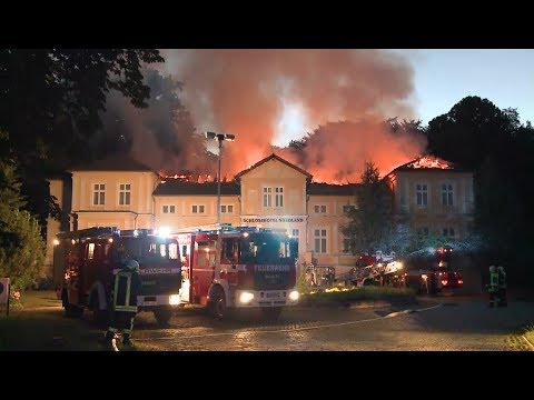 10.07.2017: Großbrand bei Dummerstorf: Schloß Groß Potrems in Flammen