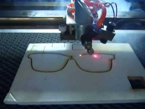 desktop mini Co2 laser engraving machine FL-K40 engraving on wood