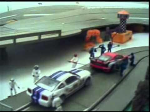 Pista de autorama suspensa Slot car track with elevator