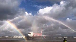 Penyambutan Water Canon Salute Saat Pesawat AirAsia Dari Tokyo Mendarat di Bali