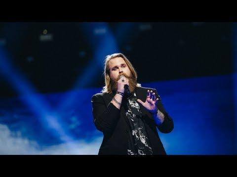 Svenske Chris blir hyllet for sin nydelige stemme