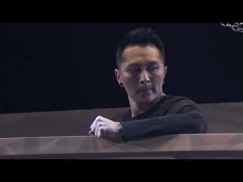Escape Artist Attempts a Death Defying Act | America's Got Talent (видео)