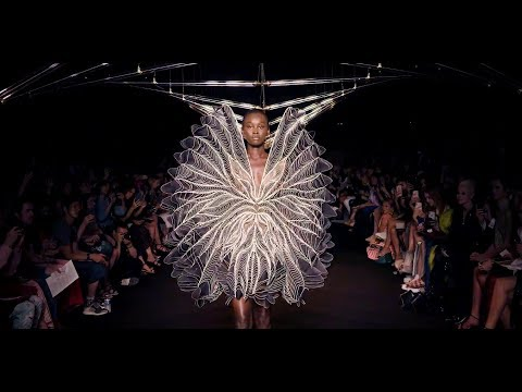 IRIS VAN HERPEN - SYNTOPIA - Fall 2018 Haute Couture Paris - Fashion Channel