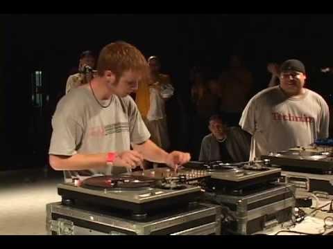 DJ plays Star Wars during his set