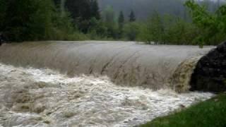 preview picture of video 'Povodně Olza (Olše) - Bukovec  18. 5. 2010'