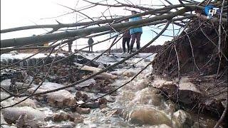 Жители дома №181 по улице Большая Санкт Петербургская устали от затопления придомовой территории