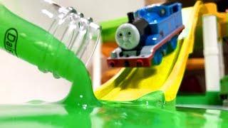 きかんしゃトーマスプラレール スライム粘土でパーシーがいたずら?Thomas&friends Slime
