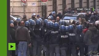 Heurts entre la police et les chauffeurs de taxis romains qui manifestent contre l'«amendement Uber»