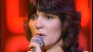Mary MacGregor   ' Torn Between Two Lovers ' ( Live )
