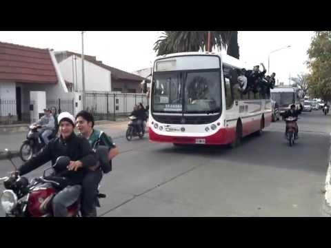 """""""La Gloriosa de Villa Mitre de caravana a villa rosas"""" Barra: La Gloriosa • Club: Villa Mitre"""