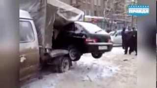 Дорожные приколы: общественный эвакуатор и автогусеница