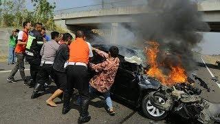 Terobos Kemacetan, Rombongan Anies Bantu Keluarkan Jenazah Kepsek yang Mobilnya Terbakar