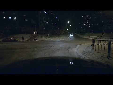 Автоледи не вписалась в поворот