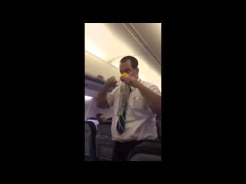 Απίστευτη επίδειξη σωστικών μέσων σε αεροπλάνο!