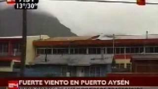 preview picture of video 'Fuerte viento en Puerto Aysén...'