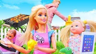 Spielspaß mit Barbie Puppe. Eine Überraschung für Ken. Spielzeugvideo für Kinder.